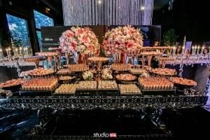 Mesa buffet espelhada.