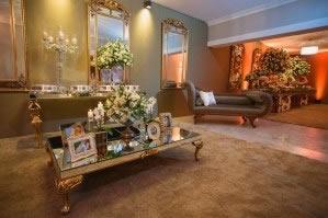 Mesa de Centro Espelhada com Pés Dourado